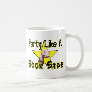 Fiesta como una estrella del calcetín taza de café