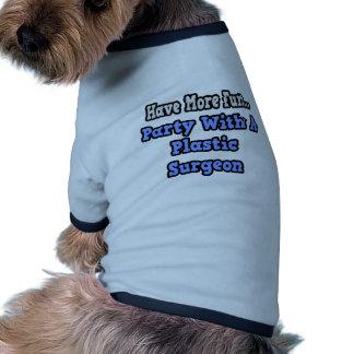 Fiesta con un cirujano plástico camiseta de perro