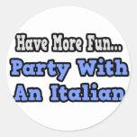 Fiesta con un italiano pegatina redonda