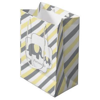 Fiesta de bienvenida al bebé blanca, amarilla y bolsa de regalo mediana