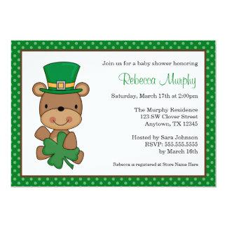 Fiesta de bienvenida al bebé del trébol del oso comunicado personalizado