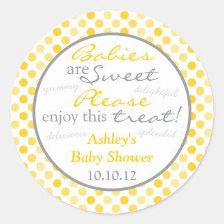 Fiesta de bienvenida al bebé gris amarilla de la etiqueta redonda