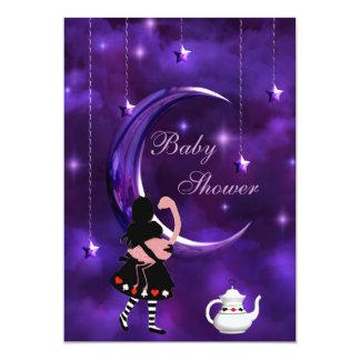 """Fiesta de bienvenida al bebé púrpura de la luna de invitación 5"""" x 7"""""""