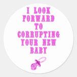 Fiesta de bienvenida al bebé (rosa) pegatina redonda