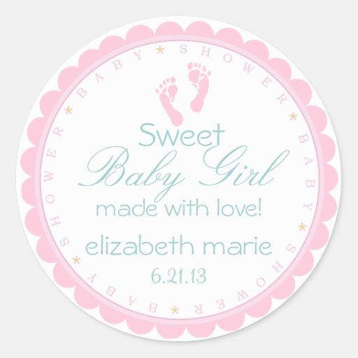 Fiesta de bienvenida al bebé rosada de las huellas etiquetas redondas