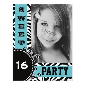 Fiesta de cumpleaños azul moderna del dulce 16 de invitacion personalizada