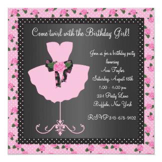 """Fiesta de cumpleaños color de rosa rosada de la invitación 5.25"""" x 5.25"""""""