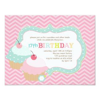 Fiesta de cumpleaños colorida de la diversión de invitación personalizada