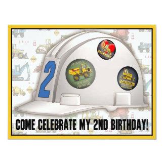 """Fiesta de cumpleaños de la construcción del casco invitación 4.25"""" x 5.5"""""""