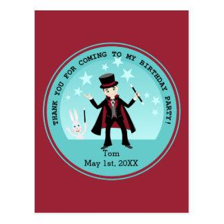 Fiesta de cumpleaños del niño del mago postal