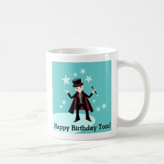 Fiesta de cumpleaños del niño del mago taza básica blanca