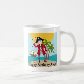 Fiesta de cumpleaños del niño del pirata taza básica blanca