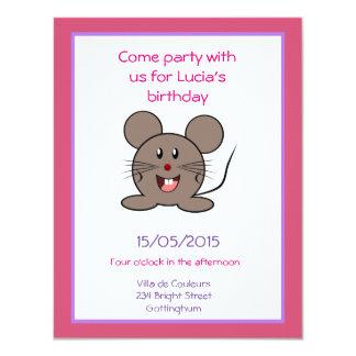"""Fiesta de cumpleaños gris sonriente del ratón invitación 4.25"""" x 5.5"""""""