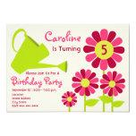 Fiesta de cumpleaños - jardín de flores y regadera invitación 12,7 x 17,8 cm