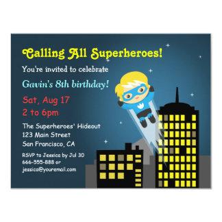 """Fiesta de cumpleaños linda del super héroe del invitación 4.25"""" x 5.5"""""""