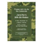 Fiesta de cumpleaños militar del tema de Camo Invitación