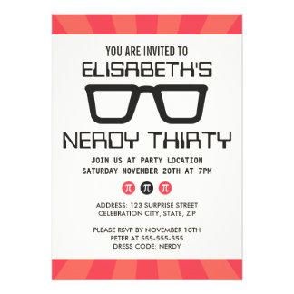 Fiesta de cumpleaños Nerdy treinta con los vidrios