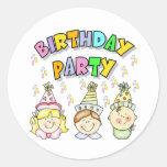 Fiesta de cumpleaños para los niños pegatina redonda