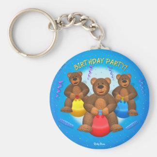Fiesta de cumpleaños pequeña de los osos llavero redondo tipo pin