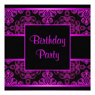Fiesta de cumpleaños púrpura de las rosas fuertes comunicados personalizados