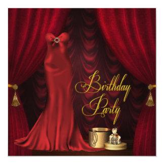 """Fiesta de cumpleaños roja de rubíes del oro de la invitación 5.25"""" x 5.25"""""""