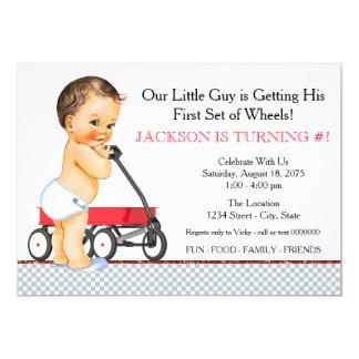 """Fiesta de cumpleaños roja del carro de Little Boy Invitación 5"""" X 7"""""""