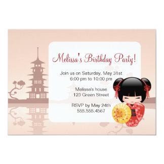 """Fiesta de cumpleaños roja japonesa de la muñeca de invitación 5"""" x 7"""""""