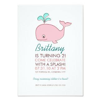 """Fiesta de cumpleaños rosada de la ballena invitación 5"""" x 7"""""""