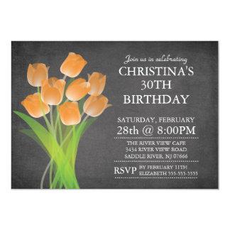 Fiesta de cumpleaños tipográfica del tulipán de la