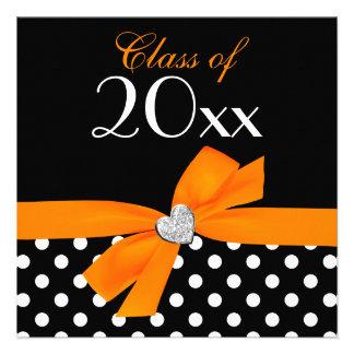 Fiesta de graduación negra anaranjada del corazón invitación personalizada