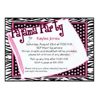 """Fiesta de pijama en puntos negros y rosados invitación 5"""" x 7"""""""