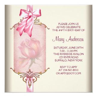 Fiesta del cumpleaños de la mujer color de rosa comunicados personalizados
