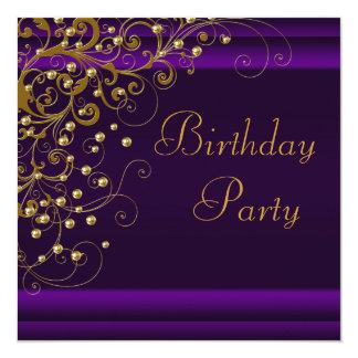Fiesta del cumpleaños púrpura de la mujer del anuncios