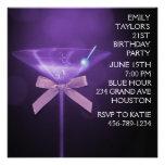 Fiesta del cumpleaños púrpura de la mujer púrpura