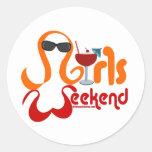 Fiesta del fin de semana de los chicas pegatina redonda
