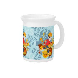 Fiesta del niño que anda en monopatín jarra para bebida