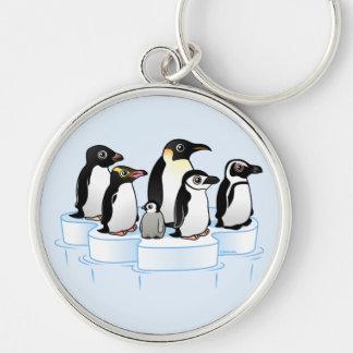 Fiesta del pingüino llavero redondo plateado