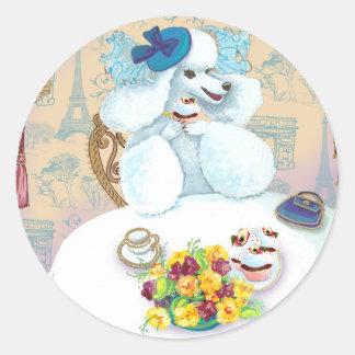 Fiesta del té blanca del caniche con las pegatina redonda