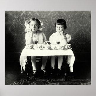 Fiesta del té de 1900 novias poster