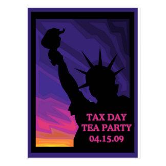 Fiesta del té del día del impuesto - estatua de la postal