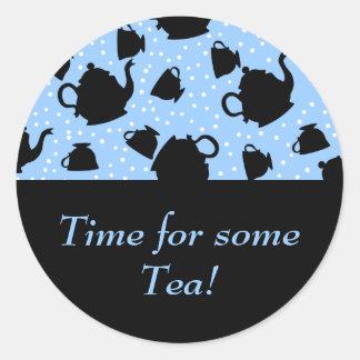 Fiesta del té que cae pegatina redonda