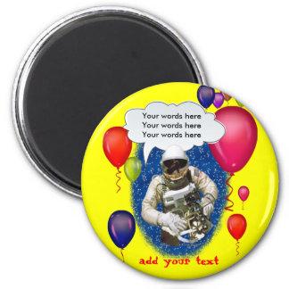 Fiesta del tema del cumpleaños del astronauta imán redondo 5 cm