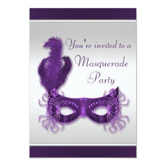 """Fiesta elegante de la mascarada en púrpura y plata invitación 5"""" x 7"""""""