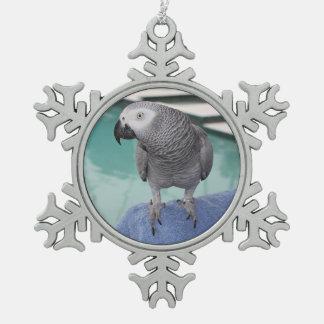 Fiesta en la piscina del gris africano adorno de peltre en forma de copo de nieve
