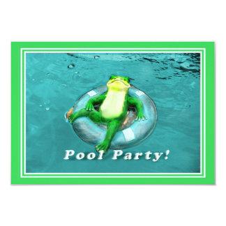 Fiesta en la piscina divertida de la rana invitacion personal
