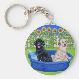 Fiesta en la piscina divertida Labradors Llavero Redondo Tipo Pin