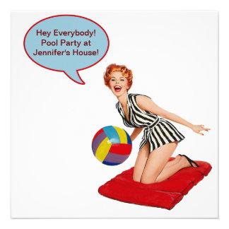 Fiesta en la piscina retra de la pelota de playa invitación