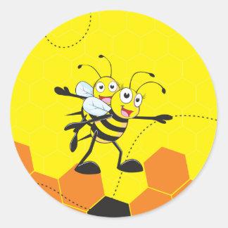 Fiesta feliz del hijo del papá de la abeja que pegatina redonda