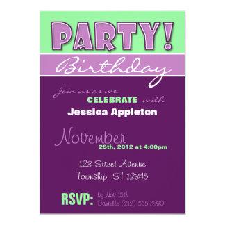 ¡FIESTA! Invitaciones púrpuras y verdes del Invitaciones Personalizada