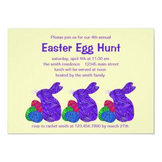 """Fiesta púrpura de la caza del huevo de Pascua del Invitación 4.5"""" X 6.25"""""""